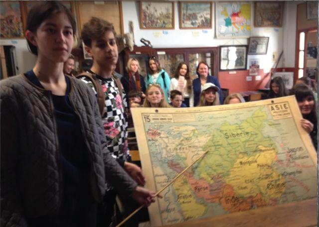Elèves d'Ekateringburg, capitale de l'Oural, dans la salle Jules Ferry